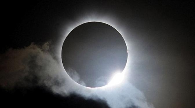 Contoh Teks Eksplanasi Gerhana Matahari