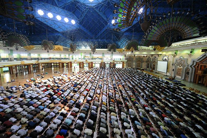 Keutamaan Melaksanakan Salat Tepat Waktu di Masjid