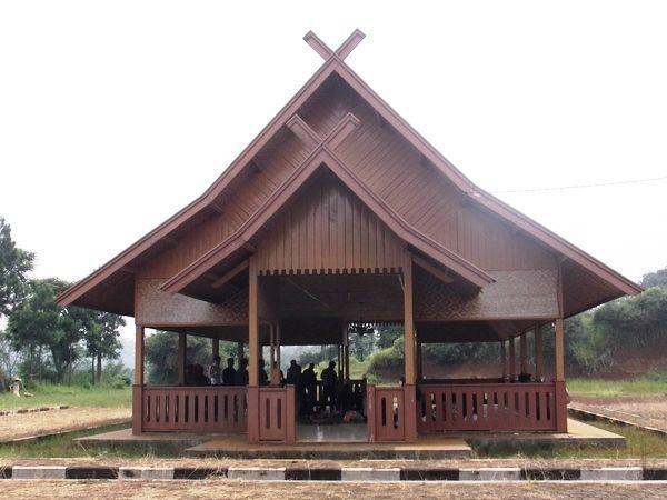 rumah adat jawa barat - Julang Ngapak
