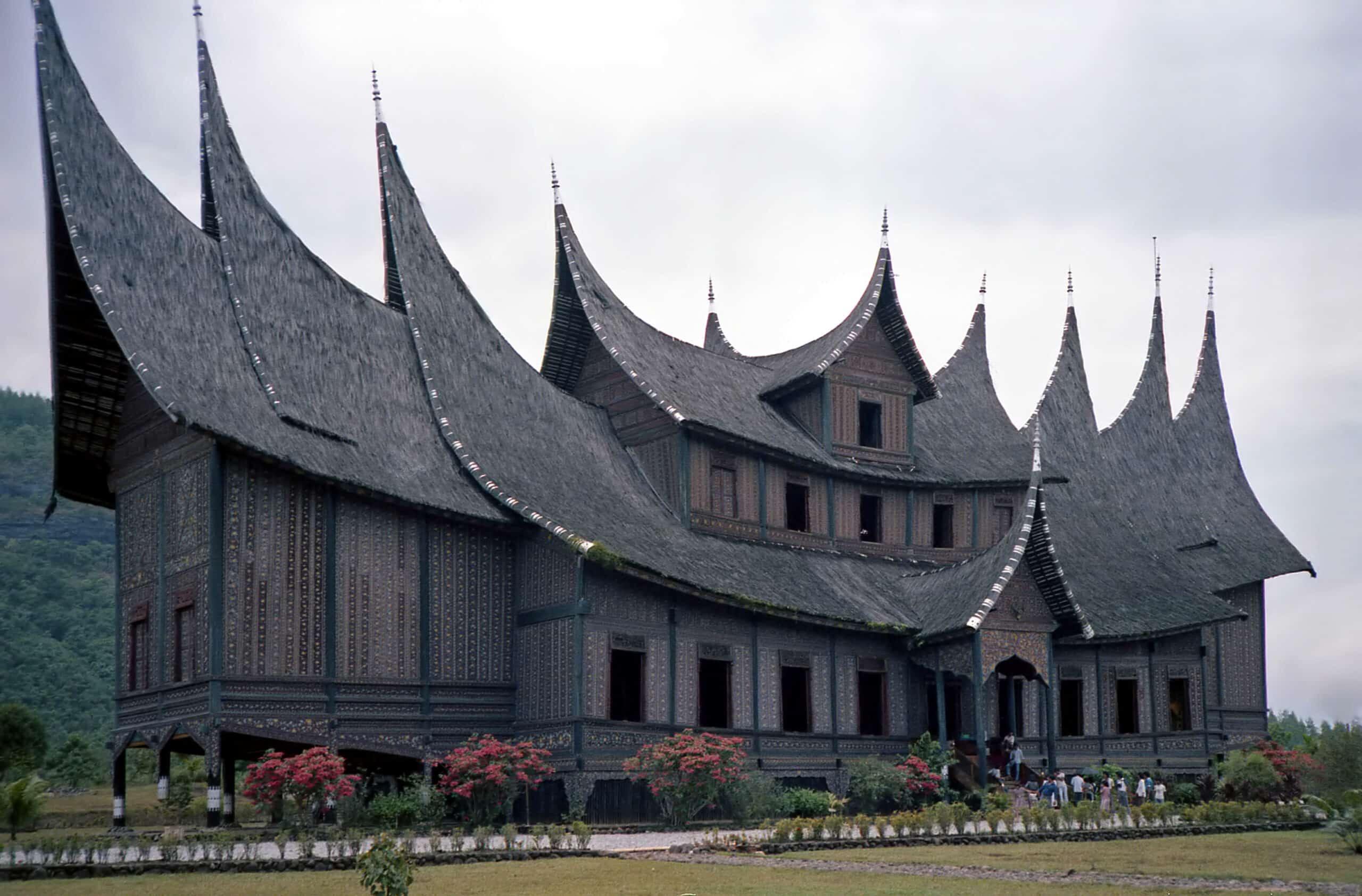 Rumah Adat Sumatera Barat Asal Usul Filosofi Keunikan Dan Penjelasan