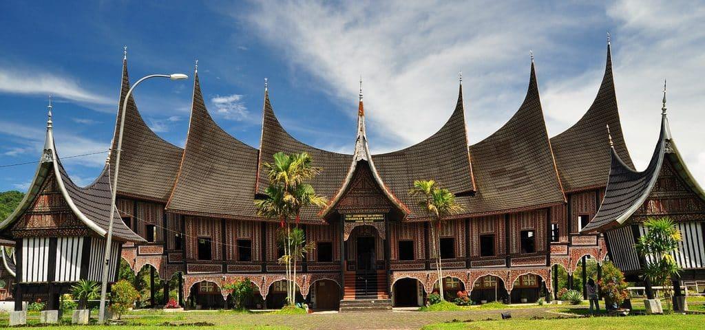 Rumah Adat Sumatera Barat ( Rumah Gadang )