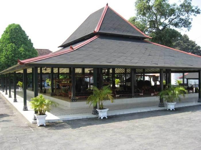 Rumah Bangsal Kencono (Rumah Adat Provinsi Daerah Istimewa Yogyakarta)
