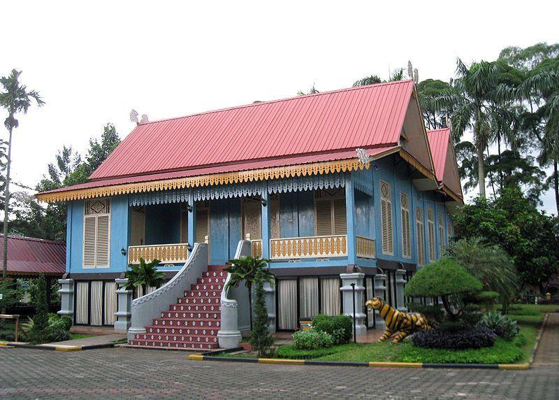 Rumah Belah Bubung (Rumah Adat Provinsi Kepulauan Riau)