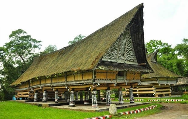 Rumah Bolon (Rumah Adat Provinsi Sumatera Utara)