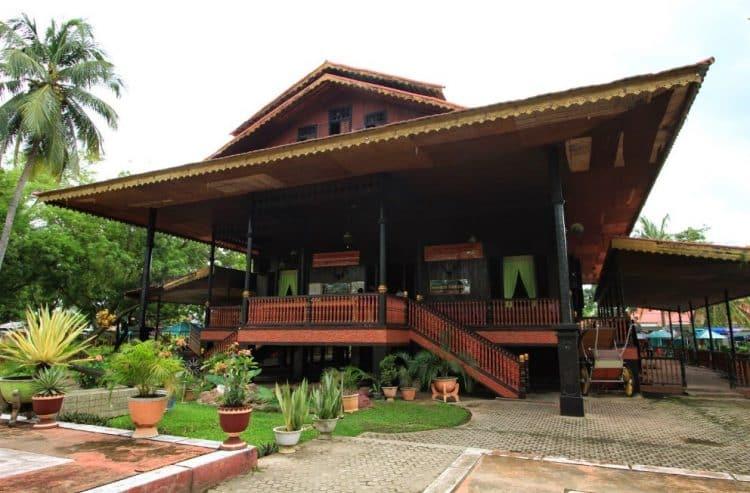 Rumah Dulohupa (Rumah Adat Provinsi Gorontalo)