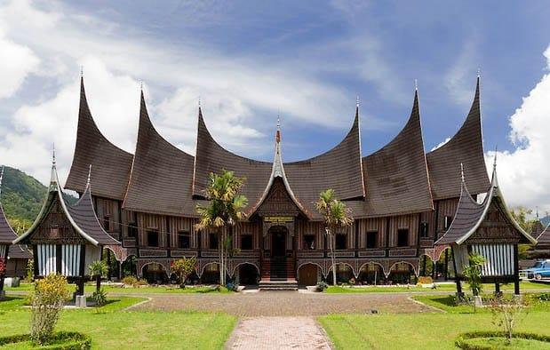 Rumah Gadang (Rumah Adat Provinsi Sumatera Barat)