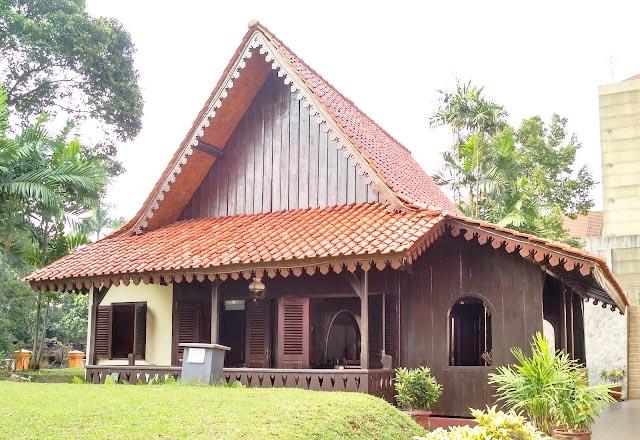 Rumah Kebaya (Rumah Adat Provinsi DKI Jakarta)