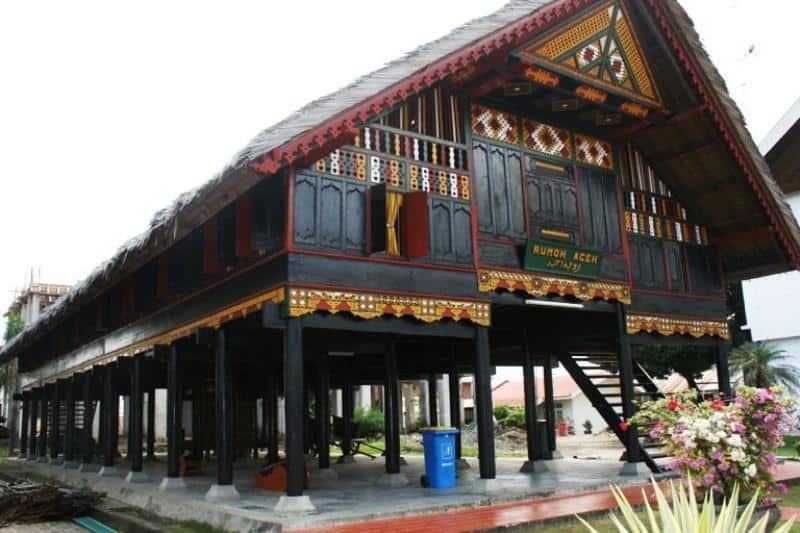 Rumah Krong Bade (Rumah Adat Provinsi Nanggroe Aceh Darussalam)