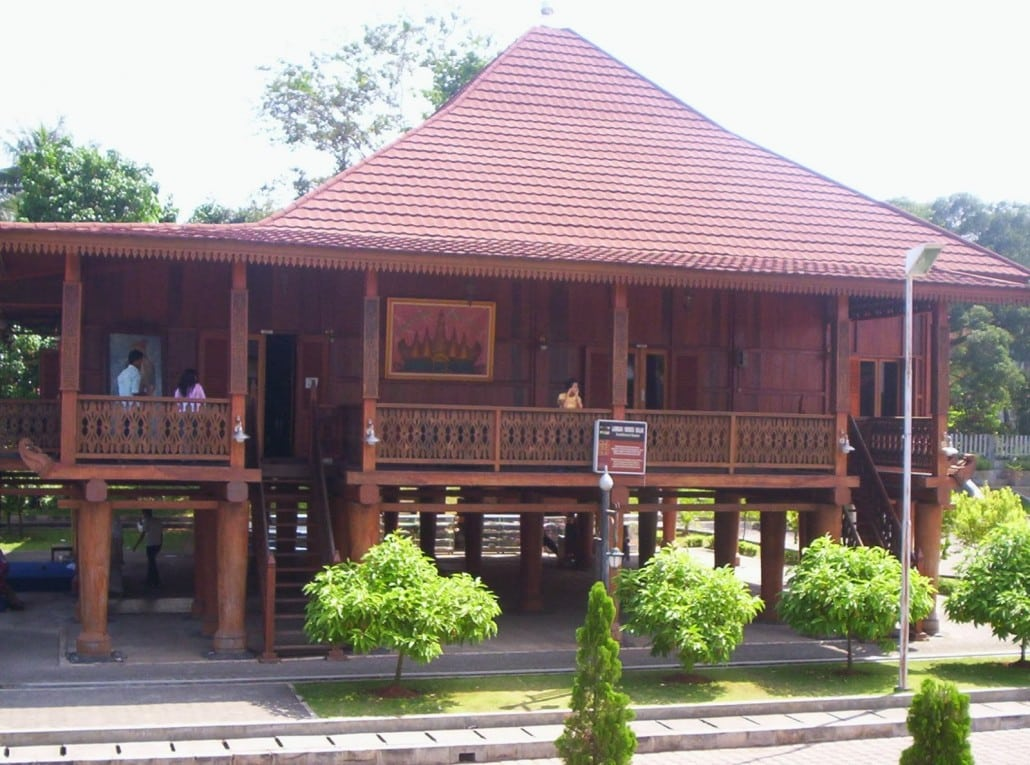 Rumah Nowou Sesat (Rumah Adat Provinsi Lampung)