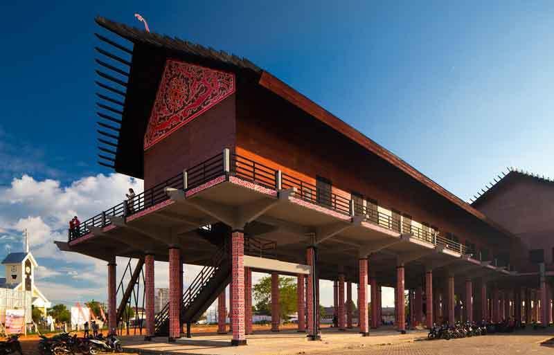 Rumah Panjang (Rumah Adat Provinsi Kalimantan Barat)