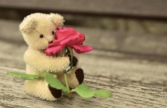 150 Contoh Pantun Romantis Yang Bisa Bikin Doi Klepek Klepek
