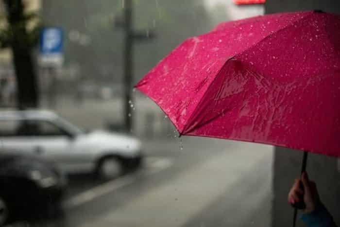 Menikmati Tamparan Hujan