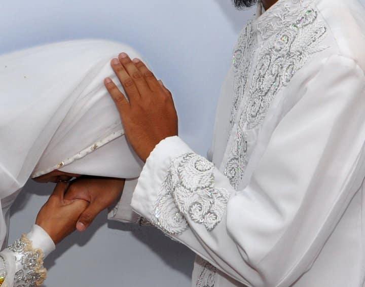 Amalan Ketaatan Kepada Suami