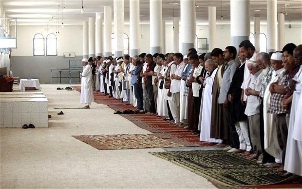 Melafalkan Surat Al Fatihah Dalam Rukun Sholat