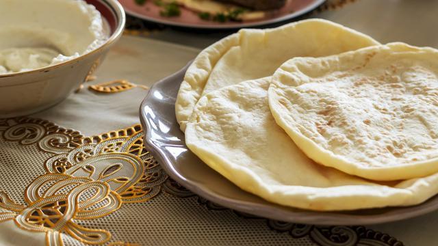 Pembuatan Resep Roti Maryam Berisi Daging Asap