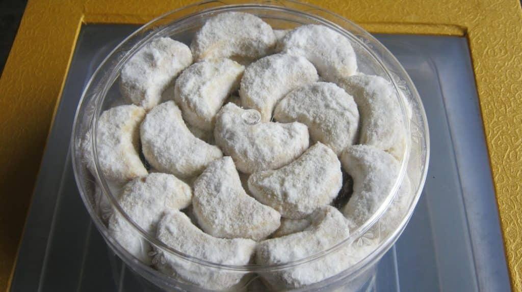 Resep Kue Putri Salju dengan Kacang Kenari