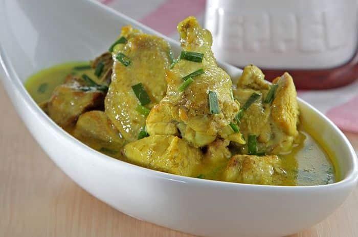 Opor Ayam Kuah Kuning