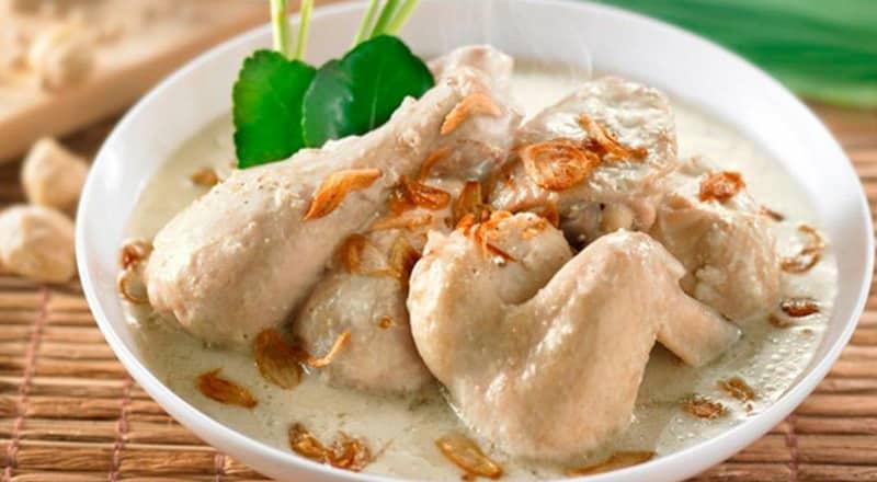 Opor Ayam Kurma
