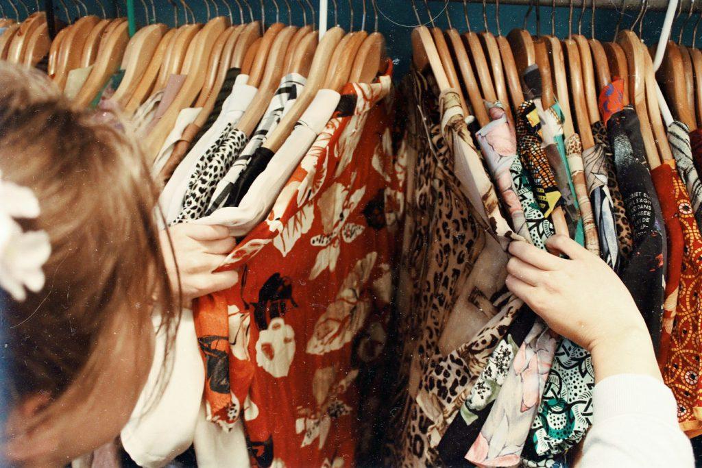 Menentukan Supplier Pakaian yang akan Digunakan